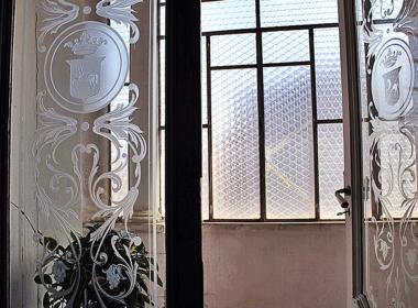 15) Dettaglio vetrate del piano nobile