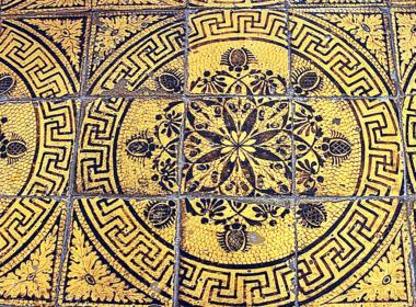 19) Dettaglio del pavimento in maiolica decorata a meno del secolo XIX