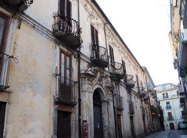 27) Facciata frontale del Palazzo nobiliare