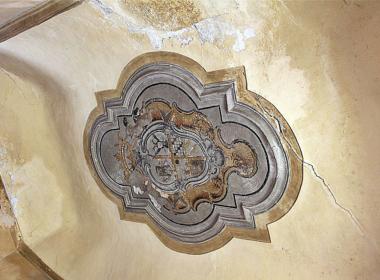 3) Dettaglio affrescato del soffitto a volta