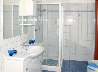 35) Dettagli bagno padronale